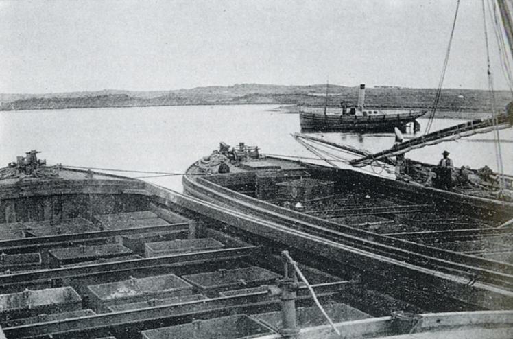 Barcazas-de-carga-de-mineral-en-San-Juan-del-Puerto-1875