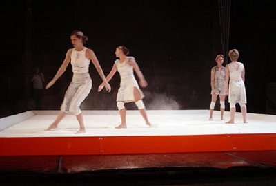 Contemporary-Art-Temporary-Theater- dancing