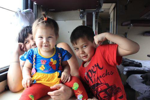 Paisaje ferroviario Transiberiano niños