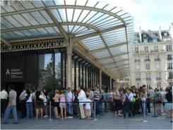 Vista externa del Museo d´Orsay. Verse la marquesina de hierro típica del siglo XIX de la entrada principal. Fuente: Patricia Lopes (2008).