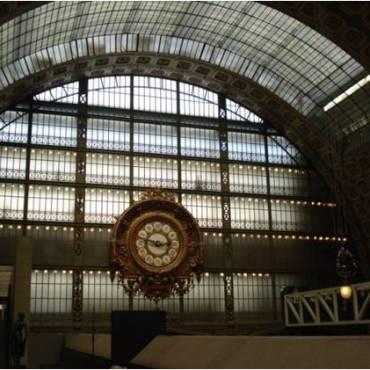 Vista interna del Museo d´Orsay. Vista del reloj de la nave central. Fuente: Patricia Lopes (2008).