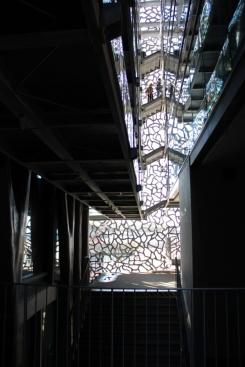 Vista interna de uno de los pasillos del Mucem.